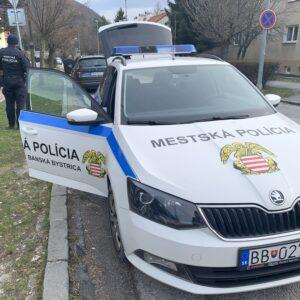 Mestská polícia v Banskej Bystrici pomáha v teréne