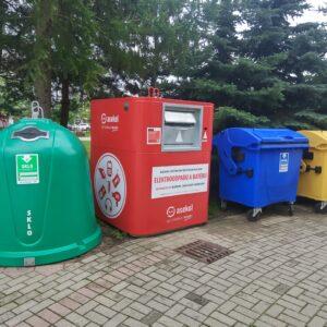 Červeno-biele kontajnery v Banskej Bystrici na elektroodpad