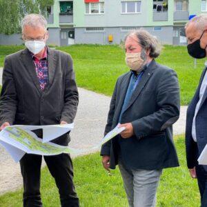 Zľava: vedúci oddelenia investičnej výstavby a riadenia projektov Vladimír Brieda, projektant Zoltán Balko